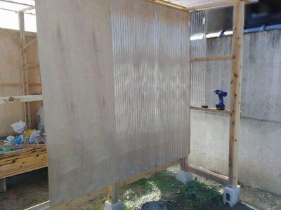 小屋の外壁施工作業再開