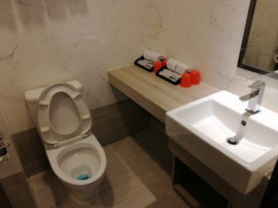 Le Prabelle HotelのQuad Suite 洗面・トイレ