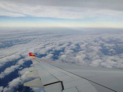 香港航空成田行きの飛行機からの眺め