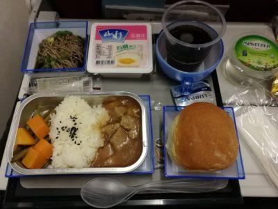香港航空成田行きの機内食(ごはん)