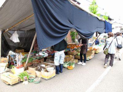 三八祭り:野菜や果物の屋台