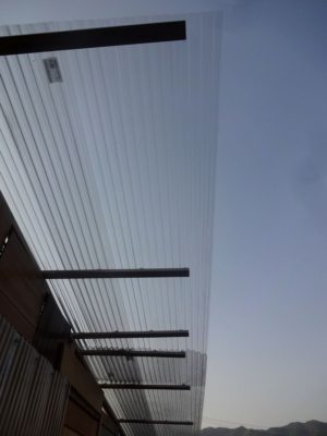 屋根をキッチリ端まで設置