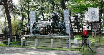 武田信玄と上杉謙信の一騎討ちの像