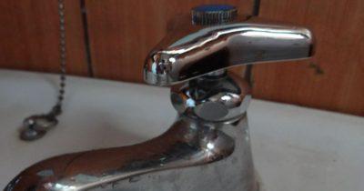 新しい水栓上部(固定コマ)に付け替えたところ