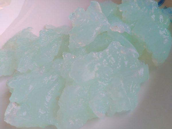 片栗粉・砂糖・ソーダ味チューペットで作った、カラフルなんちゃってわらびもち